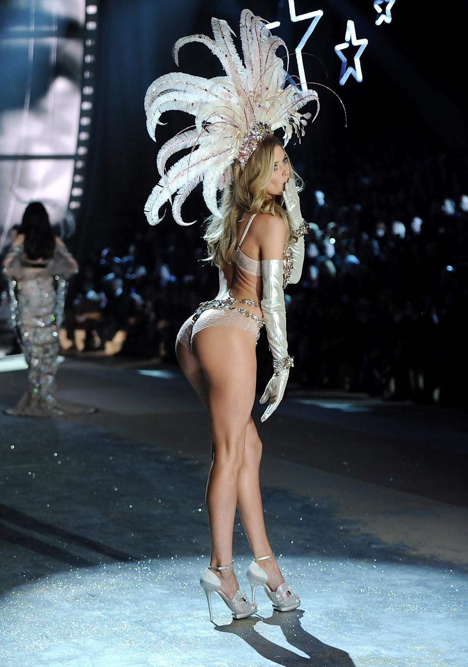 Model Doutzen Kroes walks the runway during the 2012 Victoria's Secret Fashion Show on Wednesday Nov. 7, 2012 in New York. The show will be Broadcast on Tuesday, Dec. 4 (10:00 PM, ET/PT) on CBS. (Photo by Evan Agostini/Invision/AP)
