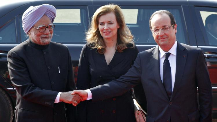 France's President Hollande shakes hands with India's PM Singh in New Delhi