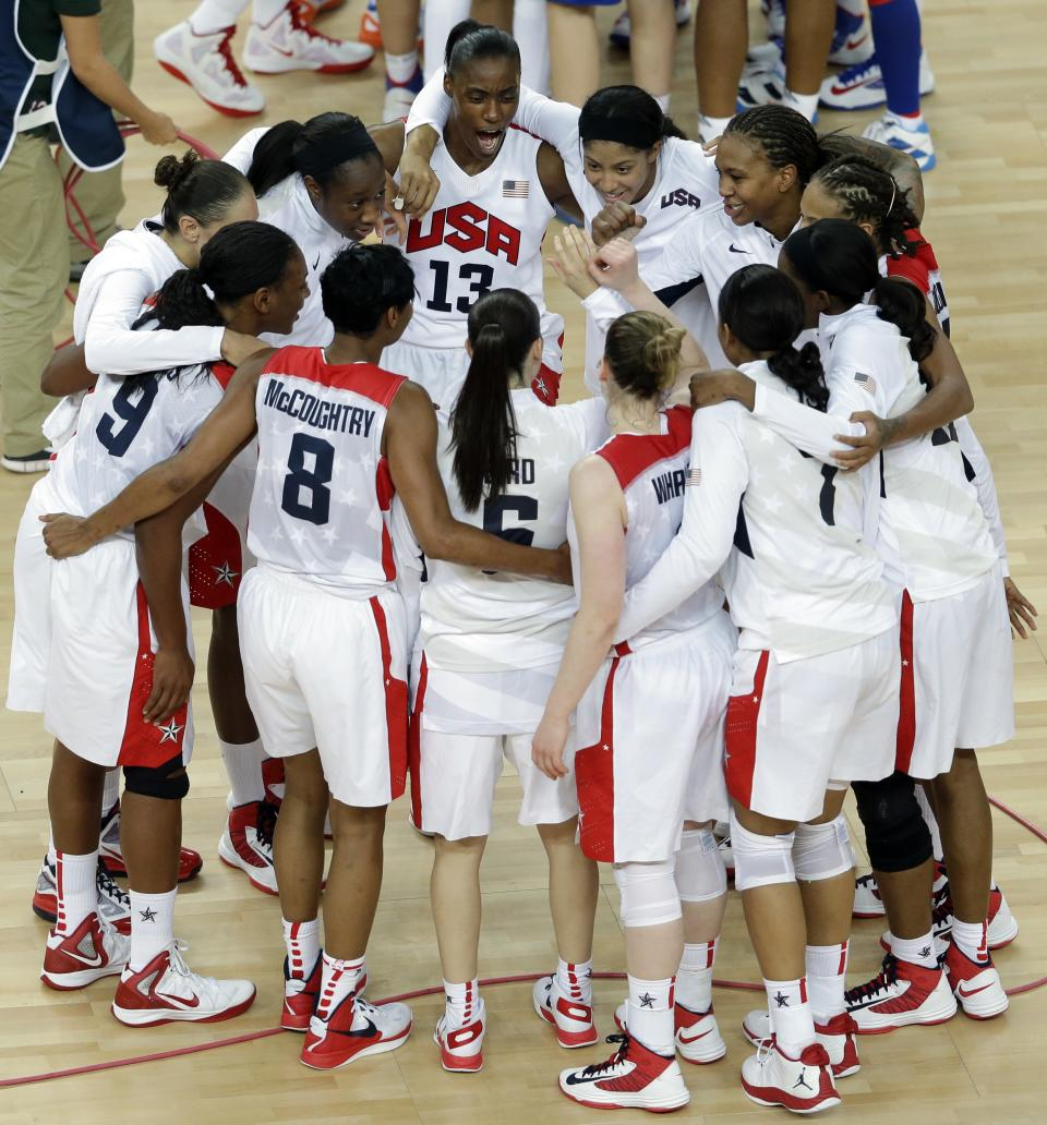 United States' players gather at center court after defeating France in the women's gold medal basketball game at the 2012 Summer Olympics, Saturday, Aug. 11, 2012, in London. (AP Photo/Victor R. Caivano)