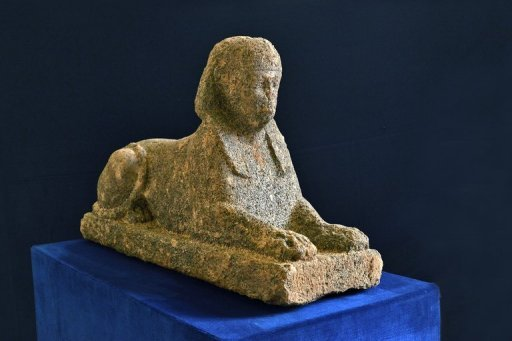 <p>talian police say they have recovered a 2,000-year-old Egyptian sphinx statue that was stolen from a necropolis near Rome and was about to be smuggled out of the country.</p>