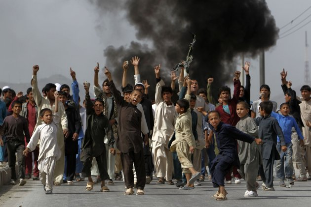 """Afghan protesters shout slogans during a demonstration in Kabul September 17, 2012. Thousands of protesters took to the streets of the Afghan capital on Monday, setting fire to cars and shouting """"death to America"""", the latest in demonstrations that have swept the Muslim world against a film mocking the Prophet Mohammad.       REUTERS/Omar Sobhani (AFGHANISTAN - Tags: RELIGION POLITICS CIVIL UNREST TPX IMAGES OF THE DAY)"""