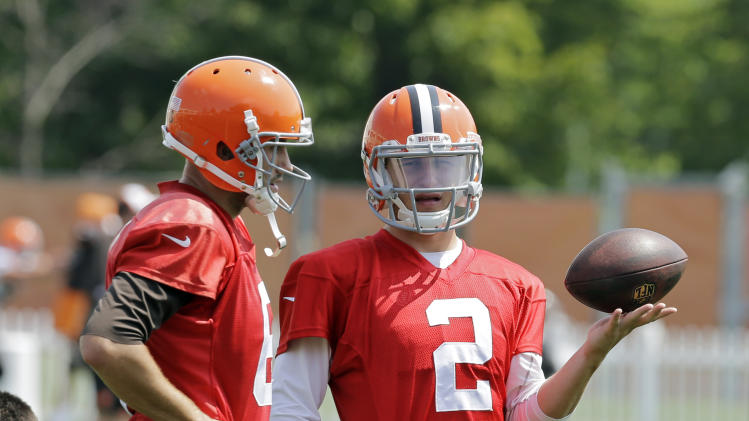 Cleveland Browns quarterback Johnny Manziel (2) talks with Brian Hoyer during practice at the NFL football team's facility in Berea, Ohio Wednesday, Aug. 20, 2014. Earlier head coach Mike Pettine names Hoyer as the regular season starter against the Steelers in Pittsburgh. (AP Photo/Mark Duncan)