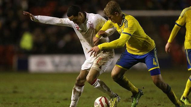England's Tom Ince (left) and Sweden's Filip Helander battle for the ball