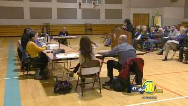 Orange Cove holds meeting after water problems