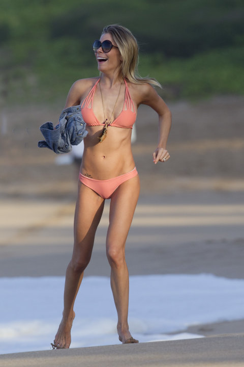 LeAnn Rimes in Hawaii having a blast in her bikini