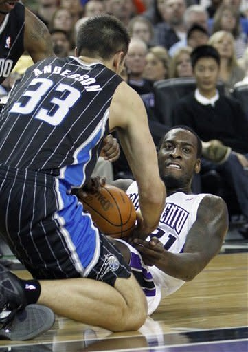 Magic beat Kings despite Howard's foul trouble