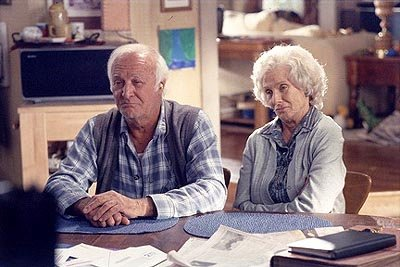 "Lois' disapproving parents (L-R: guest stars Robert Loggia and Cloris Leachman) pay the family a visit in the ""The Grandparents"" episode of Fox's Malcolm In The Middle"