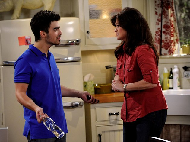 "Joe Jonas guest stars as Melanie's son in ""Hot In Cleveland."""