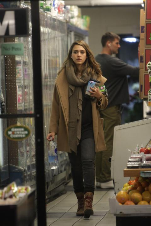 A tip from Jessica Alba: Cozy layered neutrals are a stylish way of keeping warm in the freezer section. (Nancy Rivera/Splash)