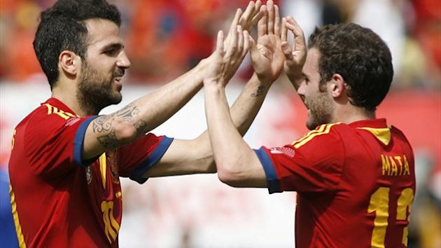 Spain's Cesc Fabregas (L) celebrates a first half goal against Haiti with teammate Juan Mata (R) during an exhibition soccer match in Miami Gardens, Florida June 8, 2013. REUTERS