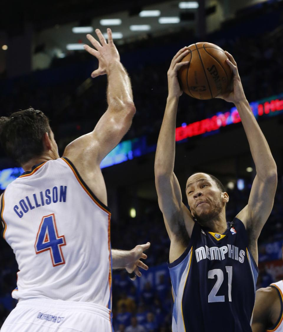 Oklahoma City Thunder power forward Nick Collison (4) defends against Memphis Grizzlies small forward Tayshaun Prince (21) during the second quarter of Game 1 of their Western Conference Semifinals NBA basketball playoff series in Oklahoma City, Sunday, May 5, 2013. (AP Photo/Sue Ogrocki)