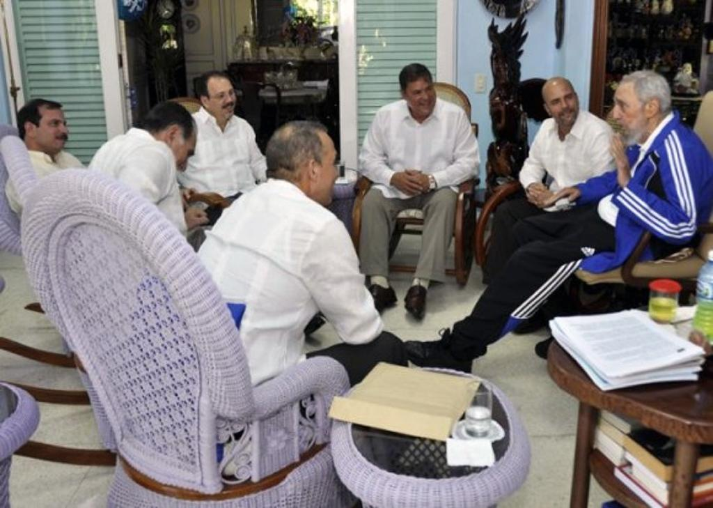 Fidel Castro meets spies freed by US