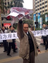 Demonstrators display banners and posters to support journalists from the Southern Weekend newspaper near the company&#39;s offices in Guangzhou on January 8, 2013. Protesters have mounted a second day of rallies calling for press freedom in China, as social media users and celebrities backed a campaign which poses a test for the nation&#39;s new leaders