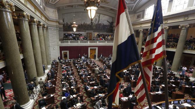 Missouri backs off showdown over federal gun laws