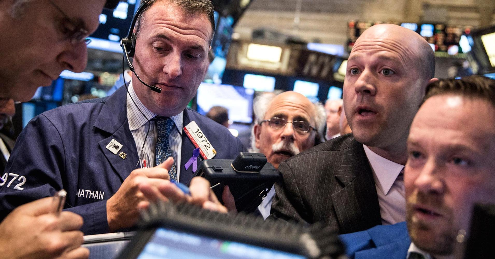 Stocks close mildly higher amid mixed data; airlines boost transports 1%