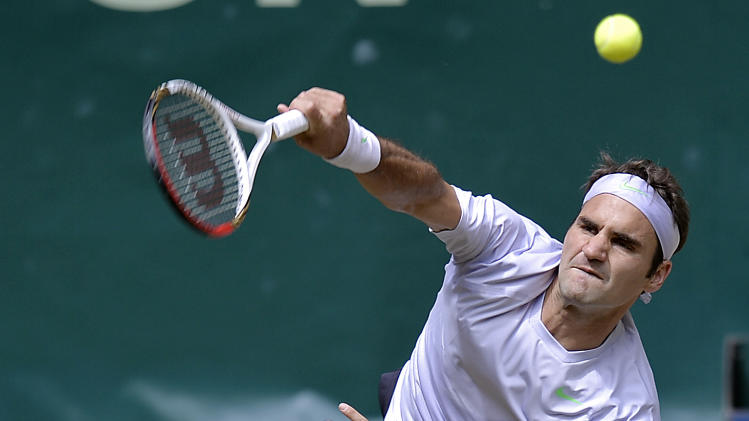Switzerland's Roger Federer serves  the ball to  Mikhail Youzhny of Russia  during  the final of the  ATP Gerry Weber Open tennis tournament  in Halle , Westphalia, Germany, Sunday, June 16, 2013. (AP Photo/Martin Meissner)