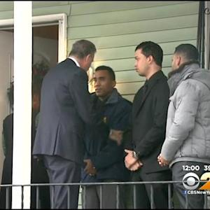 De Blasio, Bratton Visit Homes Of Slain NYPD Officers