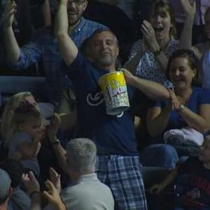 Popcorn catch on Duda's home run