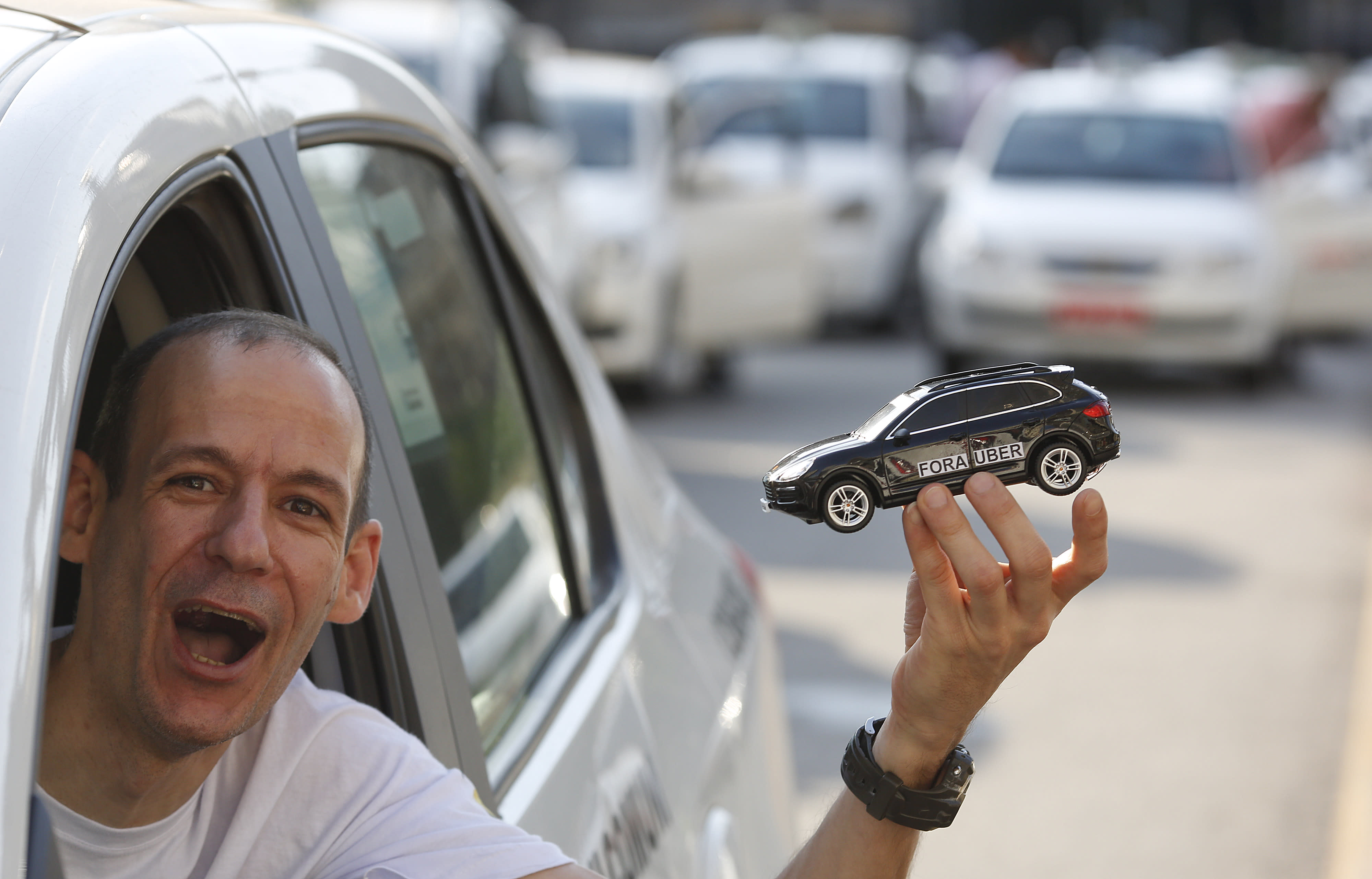 Judge issues restraining order that allows Uber in Rio