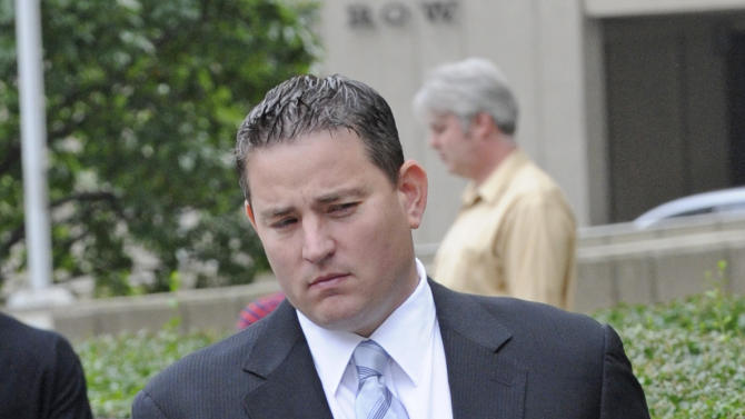 Former Galleon Group LLC trader Zvi Goffer enters Manhattan federal for his sentencing, Wednesday, Sept. 21, 2011, in New York. Goffer was convicted of conspiracy and securities fraud for his participation in an insider trading ring comprised of Wall Street professionals and attorneys. (AP Photo/ Louis Lanzano)