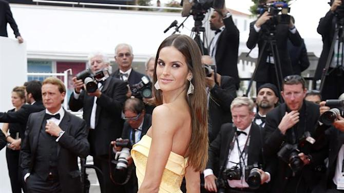 . Cannes (France), 24/05/2015.- Brazilian model Izabel Goulart arrives for the screening of 'La Glace et le Ciel' (Ice and the Sky) and the Closing Award Ceremony of the 68th annual Cannes Film Festival, in Cannes, France, 24 May 2015. The festival closes with the screening of the movie presented out of competition. (Cine, Francia) EFE/EPA/SEBASTIEN NOGIER