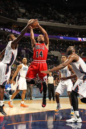 Augustin's 28 points lift Bulls over Bobcats 89-87