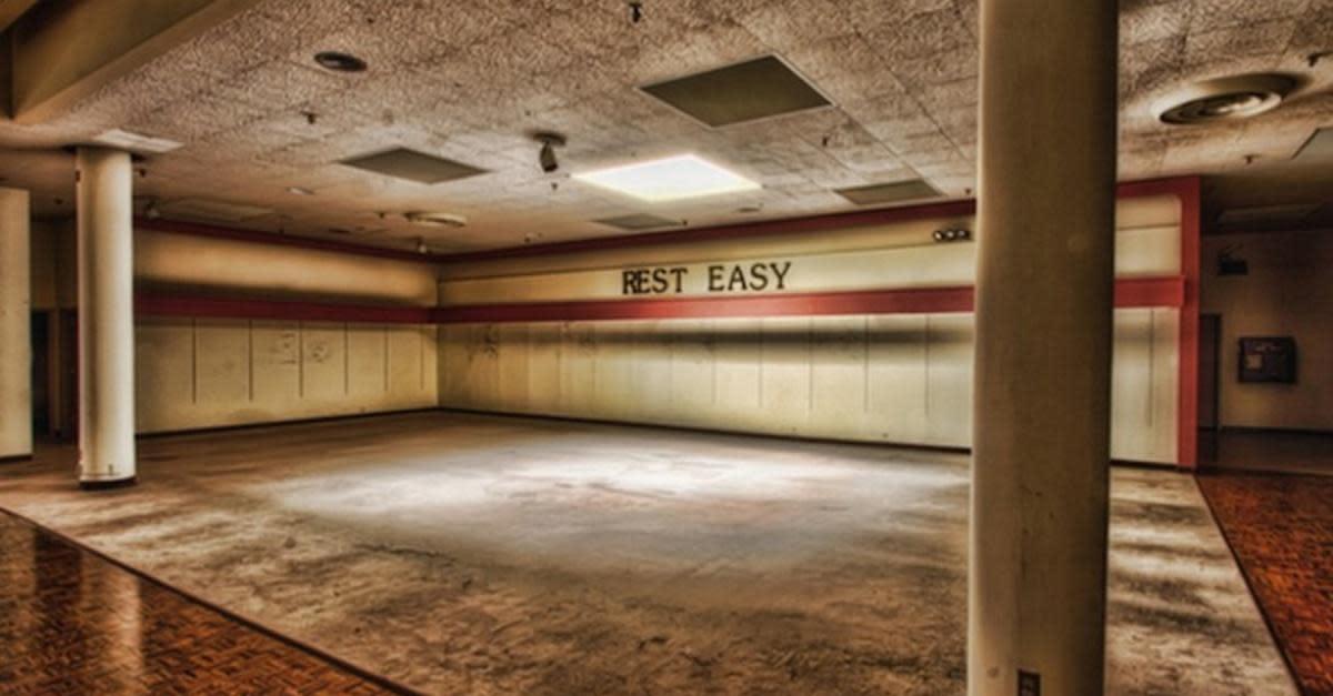 17+ Fascinatingly Creepy Photos of Abandoned Malls