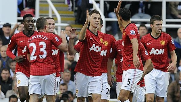 Manchester United&#39;s Jonny Evans (C) celebrates scoring against Newcastle United with teammates during their English Premier League soccer match in Newcastle, northern England, October 7, 2012 (Reuters)