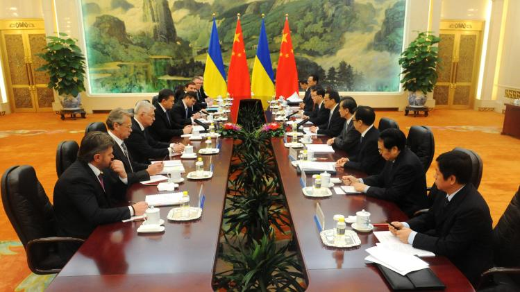 Ukrainian President Yanukovych meets with Chinese Premier Li in Beijing