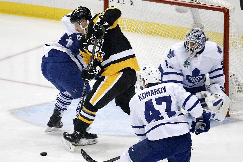 Comeau's hat trick lifts Penguins over Toronto 4-3