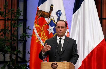 France's Hollande criticizes protectionism as 'worst response'