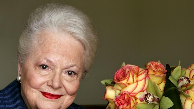 """FILE - In this Wednesday, Sept. 15, 2004, file photo, actress Olivia de Havilland, who played the doomed Southern belle Melanie in """"Gone With the Wind,"""" poses for a photograph in Los Angeles. In rare public remarks about her sister and fellow Oscar-winning actress, Olivia de Havilland mourned the loss of Joan Fontaine, with whom de Havilland reportedly feuded for much of their lives on Monday, Dec. 16, 2013. (AP Photo/Kevork Djansezian, File)"""
