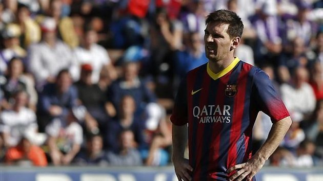 Barcelona's Argentinian forward Lionel Messi reacts during the Spanish league football match Valladolid vs FC Barcelona at the Jose Zorilla stadium in Valladolid on March 8, 2014 (AFP)