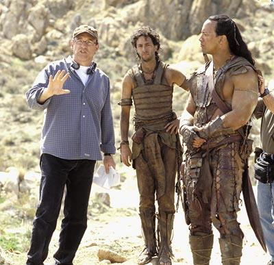 Chuck Russell directs Grant Heslov and The Rock on the set of Universal's The Scorpion King