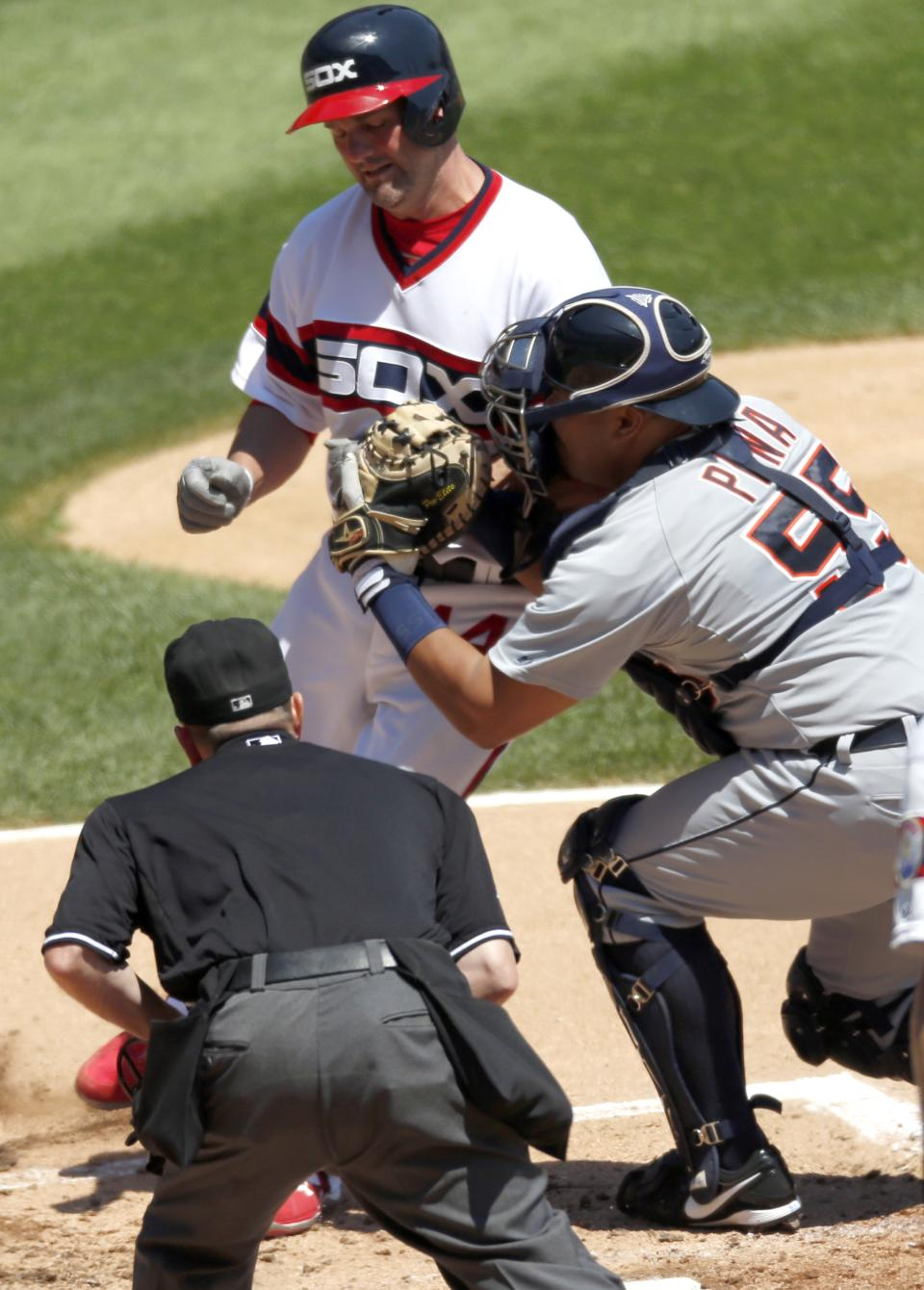 Peavy, White Sox beat Verlander, Tigers 7-4