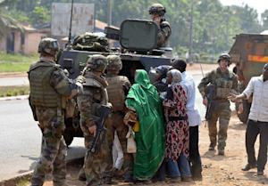 Chadian Muslim civilians are protected by French troops …