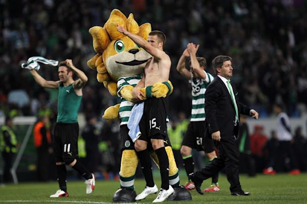 Sporting's president Bruno Carvalho, right, and players Eric Dier, second left, from England, Diego Capel, left, from Spain, and Adrien Silva, second right, from France, celebrate at the end of th
