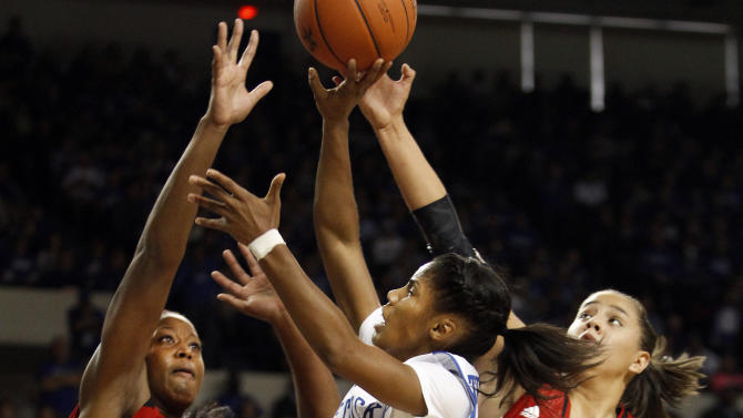 No. 7 Kentucky women beat No. 4 Louisville 69-64