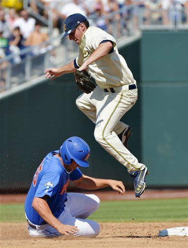 Kent St. eliminates top-seeded Gators 5-4 at CWS