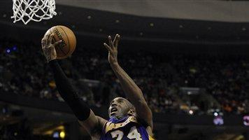Bryant helps Lakers top 76ers 111-98