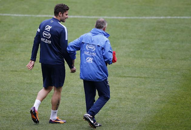 France's soccer head coach Didier Deschamps, right, speaks with France's forward Olivier Giroud during a training session at the eve of their 2014 World Cup Group I qualifying soccer match between Fra