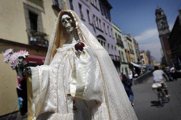 Bizarro! Culto à 'Santa Morte' está se espalhando pelo México