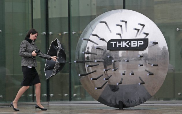 A woman walks outside the TNK-BP headquarters in Moscow, Russia, Thursday, Oct. 18, 2012. Russia on Thursday downplayed concerns that Rosneft&#39;s possible purchase of BP&#39;s stake in the joint venture TNK-BP, which analysts say would reshape the country&#39;s oil industry and create the world&#39;s biggest oil and gas company, is likely to threaten competition. (AP Photo/Mikhail Metzel)