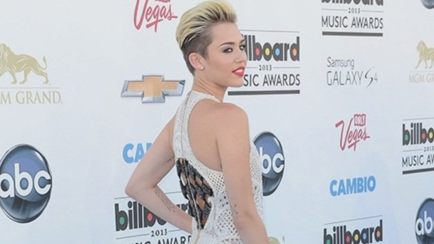 Billboard Music Awards 2013 - Miley Cyrus Dons White Fashion