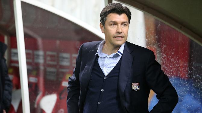 Lyon's head coach Hubert Fournier looks on during the match between Reims and Lyon on April 26, 2015