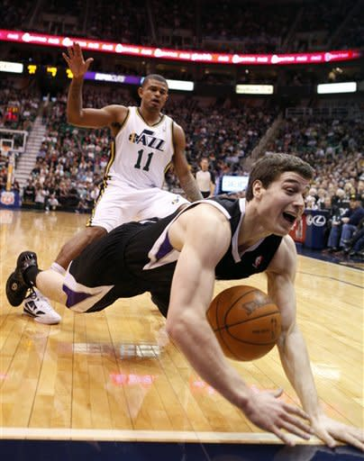 Hayward, Jazz spoil Jimmer's return to Utah 96-93