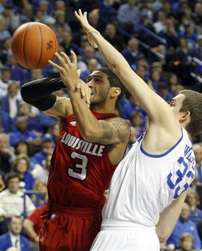 No. 3 Kentucky beats No. 4 Louisville 69-62