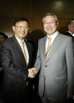 In this photo released by China's Xinhua News Agency, Chinese Foreign Minister Yang Jiechi, left, meets with his South Korean counterpart Kim Sung-hwan at United Nations Headquarters Monday, Sept. 24, 2012, on the sidelines of the 67th session of the General Assembly. (AP Photo/Xinhua, Fang Zhe) NO SALES