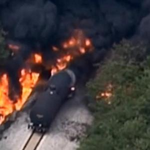 Tennessee train derailment displaces thousands as EPA tests water safety