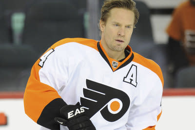 Kimmo Timonen sent to Blackhawks for draft picks